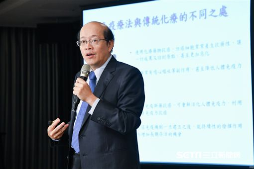 台灣免疫暨腫瘤學會理事長張文震分享新一代免疫療法成為目前治療膀胱癌的新曙光。(圖/公關照) ID-1072297