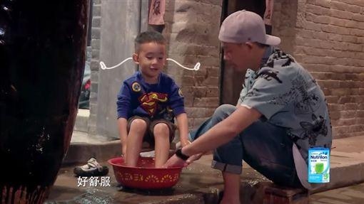 ▲《爸爸去哪兒》高人氣父子檔陳小春、Jasper。(圖/翻攝自《湖南衛視芒果TV》YouTube頻道)