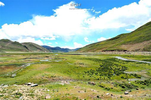 羊卓雍措聖湖的夢幻碧藍 圖/文供稿:爆肝護士的玩樂記事