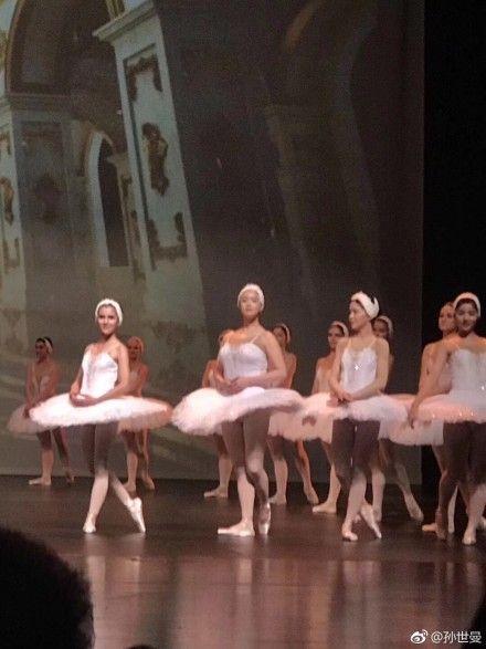 蔣欣跳芭蕾舞超壯。(圖/翻攝自孫世曼微博)