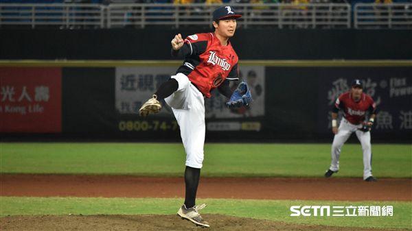 桃猿陳禹勳拿下破紀錄的36次救援成功。(圖/記者王怡翔攝)