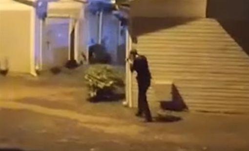 美國男子報警自首 高舉雙手仍遭警察開槍擊斃/YouTube ID-1089215