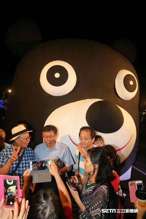 柯文哲合體熊讚 106年國慶花車主題樂園 北市府提供