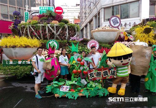 農委會使用大量的國產盆栽及鮮花,精心設計出3大主題花車喜迎國慶,其中鮮享在地 安心幸福 花車(圖/農委會提供)