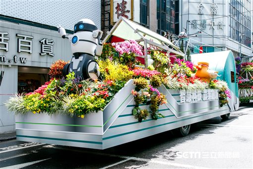 農委會3大主題花車齊聚-智慧科技 農業創新花車遊行。(圖/農委會提供)