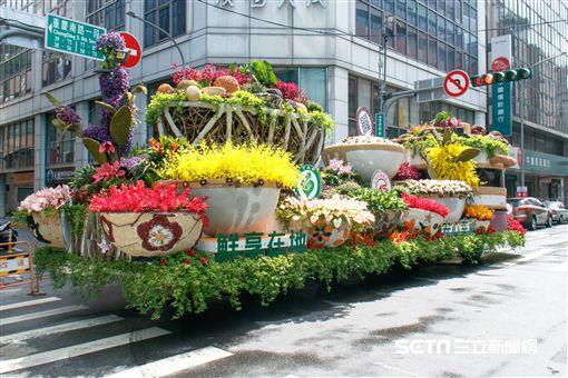鮮享在地 安心幸福 花車遊行。(圖/農委會提供)