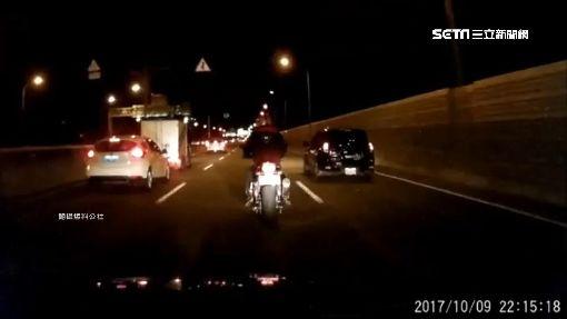重機撞壞車後照鏡 駕駛怒po影片反被酸爆