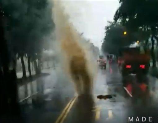 噴泉,高雄,淹水,韓國瑜,發大財,人孔蓋,清淤