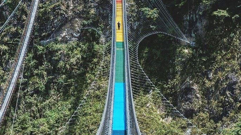 30層樓高「七彩吊橋」開放了!體驗居高臨下