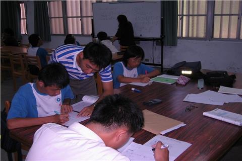 學生(CollegeDegrees360)