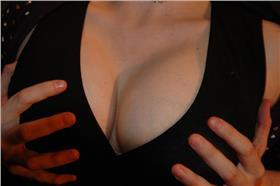 襲胸、胸部、罩杯、乳房、性騷擾-craigfinlay-https://www.flickr.com/photos/71284091@N00/425533636/
