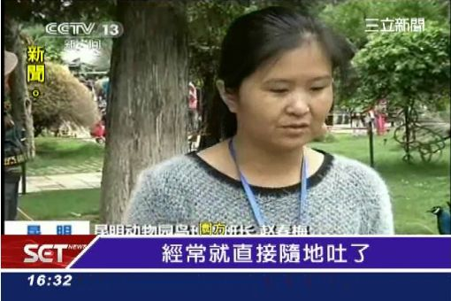 """陸客亂拉孔雀毛 五一""""動物死劫""""?"""