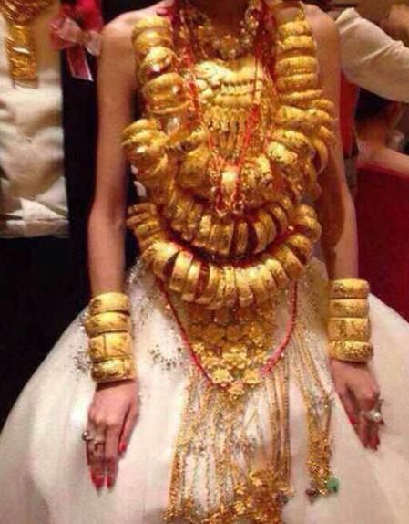 戴70個黃金手鐲出嫁 陸再現超級土豪婚禮  翻攝自網易