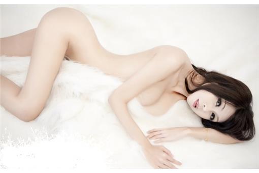「瑜珈女神」房妍G乳、19吋水蛇腰(臉書)