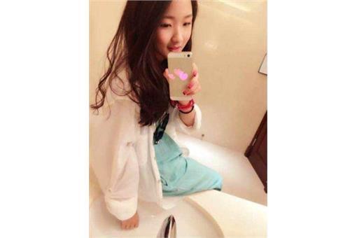 女童愛化妝_新華網