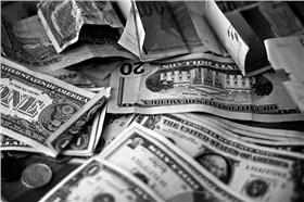 錢、紙鈔-圖/www.flickr.com/photos/khrawlings/