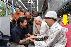 馬總統試乘BRT 遭爆走路工當乘客(李吱吱臉書)
