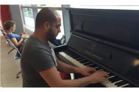 鋼琴家手癢彈奏貝多芬《致愛麗絲》 機場驚艷眾人(YouTube)