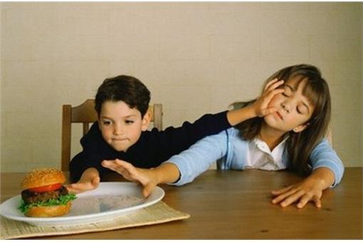 名家_Mr.6_小孩搶漢堡食物