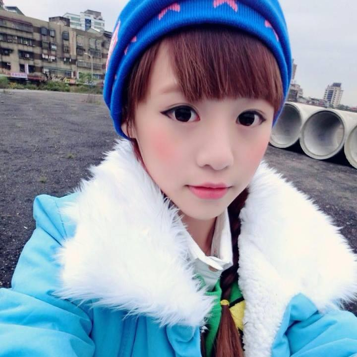 甜美蘿莉紀卜心!網友封「中學生女神」 臉書50萬人追蹤(臉書)