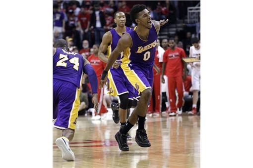 Kobe Bryant與Nick Young(圖/美聯社/達志影像)