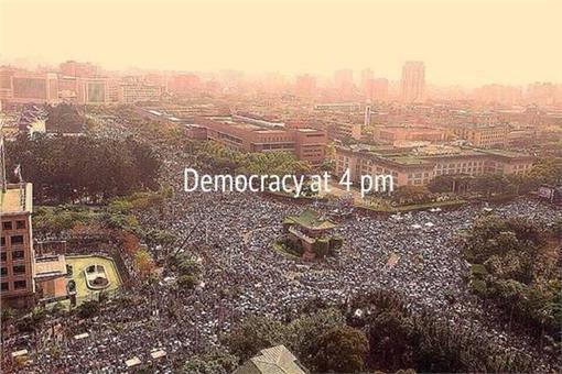 Democracy at 4pm. 來源:翻攝自twitter