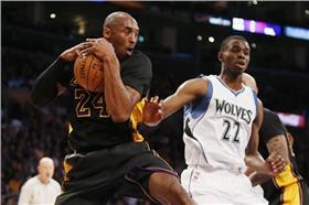 Kobe Bryant與Andrew Wiggins(圖/美聯社/達志影像)