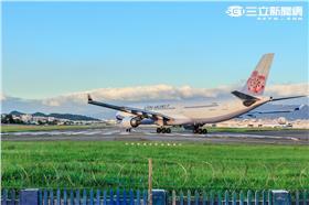 華航,中華航空,A330 (林敬旻攝)