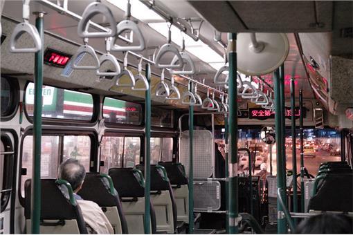 公車通勤票價-flickr-li-penny-https://www.flickr.com/photos/li-penny/5372633176