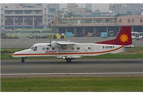 德安航空Dornier-Do 228在高雄機場滑行-Mike-tango攝-http://zh.wikipedia.org/wiki/%E5%BE%B7%E5%AE%89%E8%88%AA%E7%A9%BA#mediaviewer/File:Dornier228-Daily_Air_B-55563-01.jpg