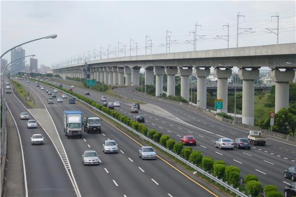 高速公路/flickr/Cheng-en Cheng/https://www.flickr.com/photos/rail02000/4628309111