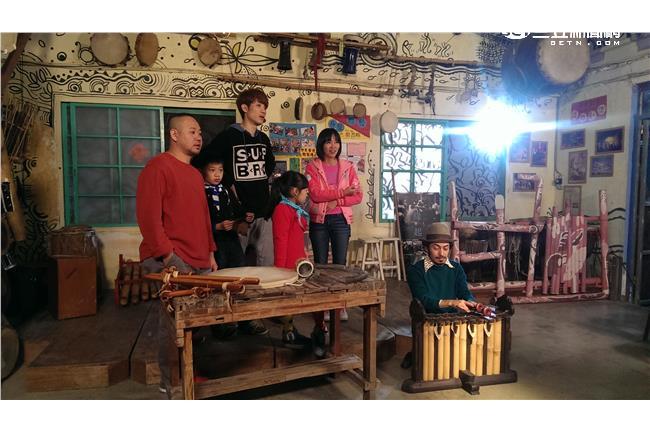 蕭閎仁進音樂教室 用動物牙齒做樂器