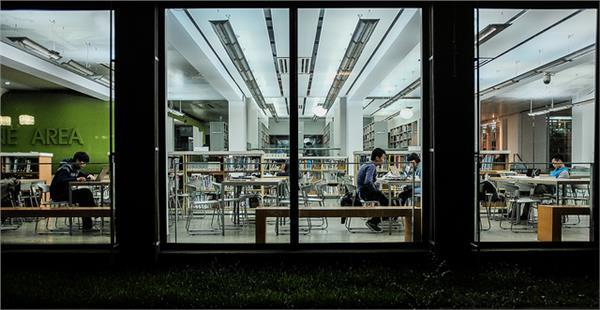 University Library(圖/Flickr_Matthias Ripp:https://www.flickr.com/photos/56218409@N03/15980295568/in/photolist-qm8c8o-iPSpoP-8LTb5G-7tN7bg-4sXZSf-6R11Hz-eUa8dS-9YoSQg-5F3i5e-qTnPi9-qg57UE-n1pmiX-6DuJiL-8vu54S-jbZUWg-cxruph-f9tDTN-pYNBPD-5EjB8V-3i6i1d-q24kVJ-7soCSU-97keFD-47yHik-4jsBbG-G3hG4-qKag5o-8VVtiN-47Qm7t-e7ZS59-pL1EUy-7XbRYa-8UNGjv-6WQHr8-aZUoun-jzh8cM-8Ynoar-6F1vzG-qLNJBa-pNby53-nLndH-ba6v6n-pn88qR-8GUYJ5-4r6ViX-abFr6g-53FP23-6Kw9tu-ozMe32-nxwnMZ)