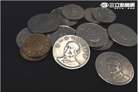 姚文智,蔣中正,錢幣,獨裁 (林敬旻攝)