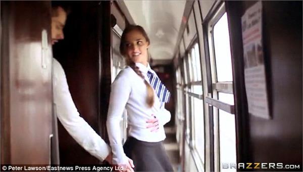 成人鐵路照片(圖/翻攝《每日郵報》)圖片網址:http://i.dailymail.co.uk/i/pix/2015/04/01/16/2731E95F00000578-0-image-a-38_1427902652023.jpg