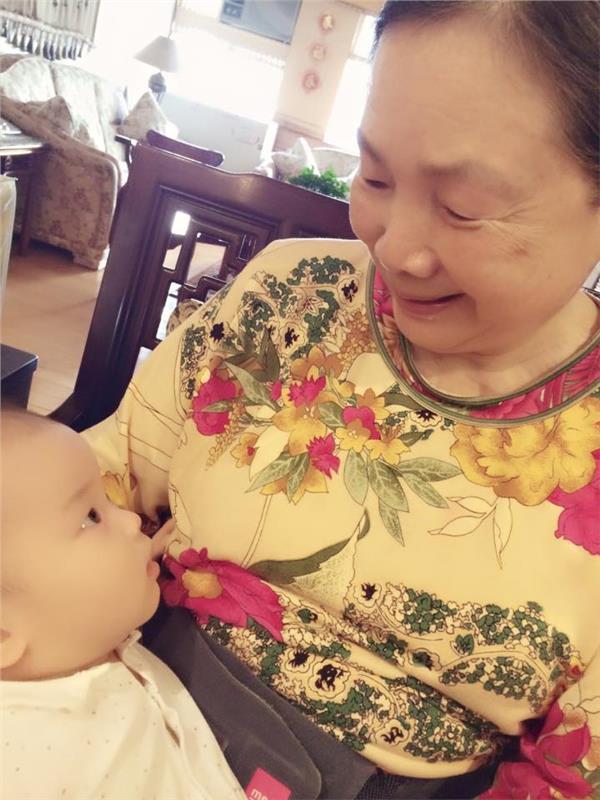 侯佩岑兒子與外婆/侯佩岑臉書