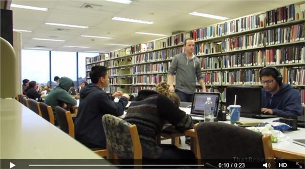 圖書館翻攝https://www.facebook.com/video.php?v=642394272570932