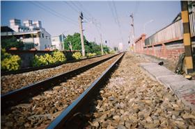 鐵軌/flickr/Hungju Lu/https://www.flickr.com/photos/jefflen/96335576