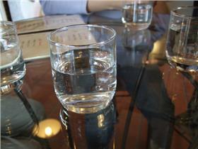 水、水杯、飲用水-flickr-https://www.flickr.com/photos/kalaok/2304630120/in/photostream/