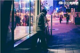 壓力,孤單,老人,國債,欠錢, (林敬旻攝)
