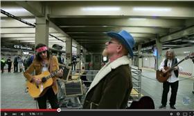 U2 翻攝YOUTUBE https://www.youtube.com/watch?v=aluYo-FSqiw