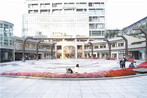 阪急百貨_臉書https://www.facebook.com/unihankyut/photos/a.355199141188984.77625.185375828171317/355199144522317/?type=3&theater