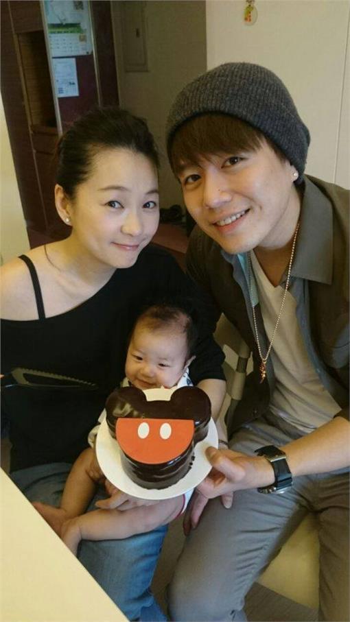 ▲兒子Star出生後,讓六月和李易的生活更添美滿。(圖/翻攝自蔡君茹*六月臉書)