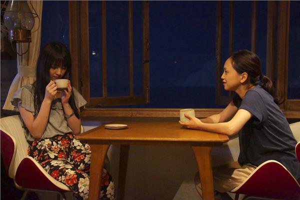 佐佐木希(左)。(圖/《寧靜咖啡館之歌》劇照)