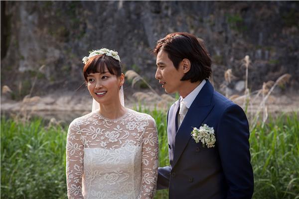 ▲經紀公司公布元斌與李娜英唯美的婚禮照片。(圖/翻攝自Eden9 Entertainment 官方網站)