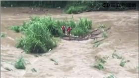 溪水暴漲,沙洲