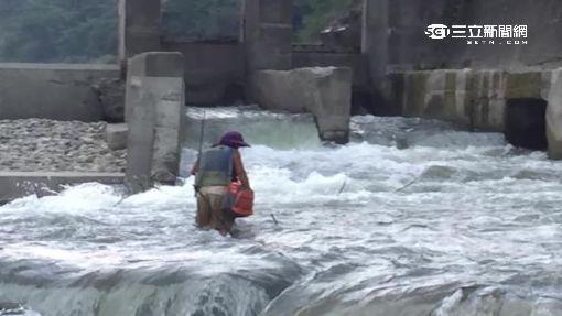 沒廣播?! 攔河堰水門開啟險沖釣客