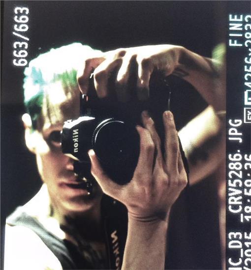 《自殺特攻隊》導演大衛‧艾亞(David Ayer)在推特分享傑瑞德李托的小丑造型。