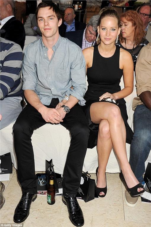 珍妮佛勞倫斯(Jennifer Lawrence)  尼可拉斯霍特(Nicholas Hoult) (圖/翻攝自《每日郵報》)