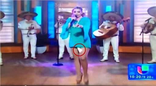 衛生棉,女星,攝影師,跨下,墨西哥▲圖/翻攝自youtube影片